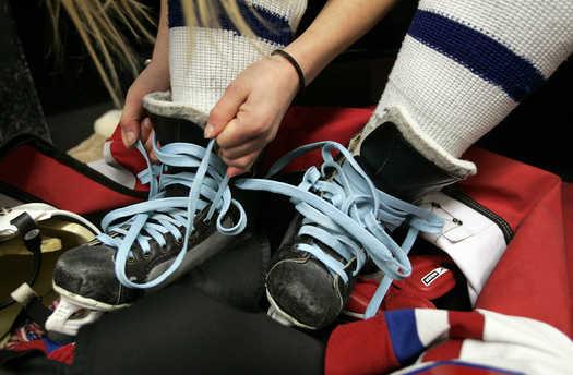 Как правильно шнуровать хоккейные коньки