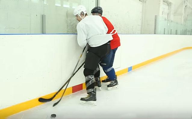 Силовые приёмы в хоккее