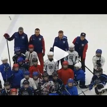 Заниматься хоккеем